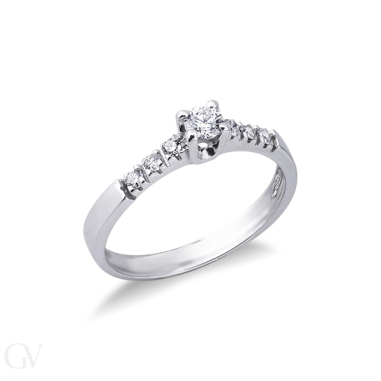 Anello in oro bianco 18k con diamanti stile solitario