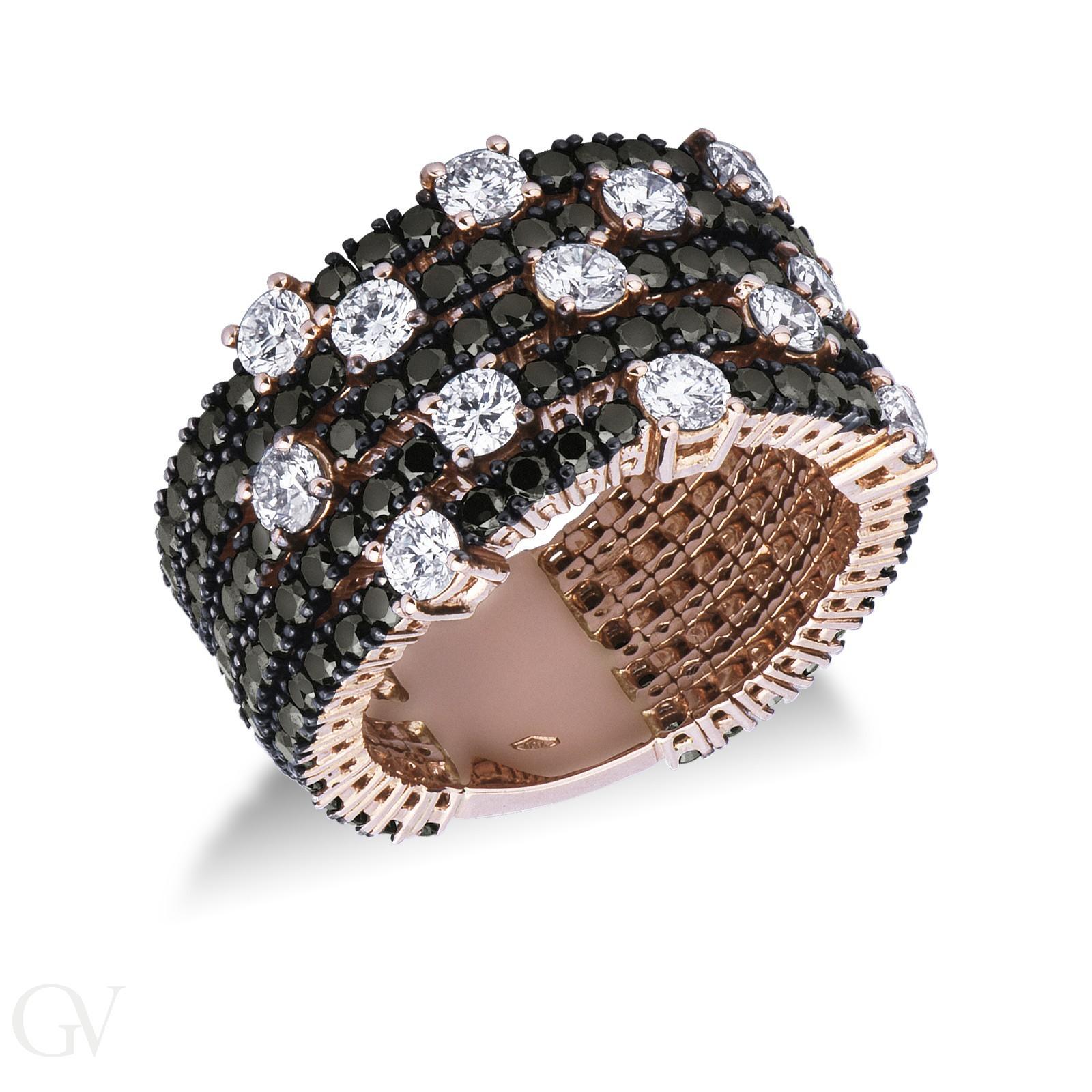 Anello in oro rosa 18k con diamanti neri e bianchi.