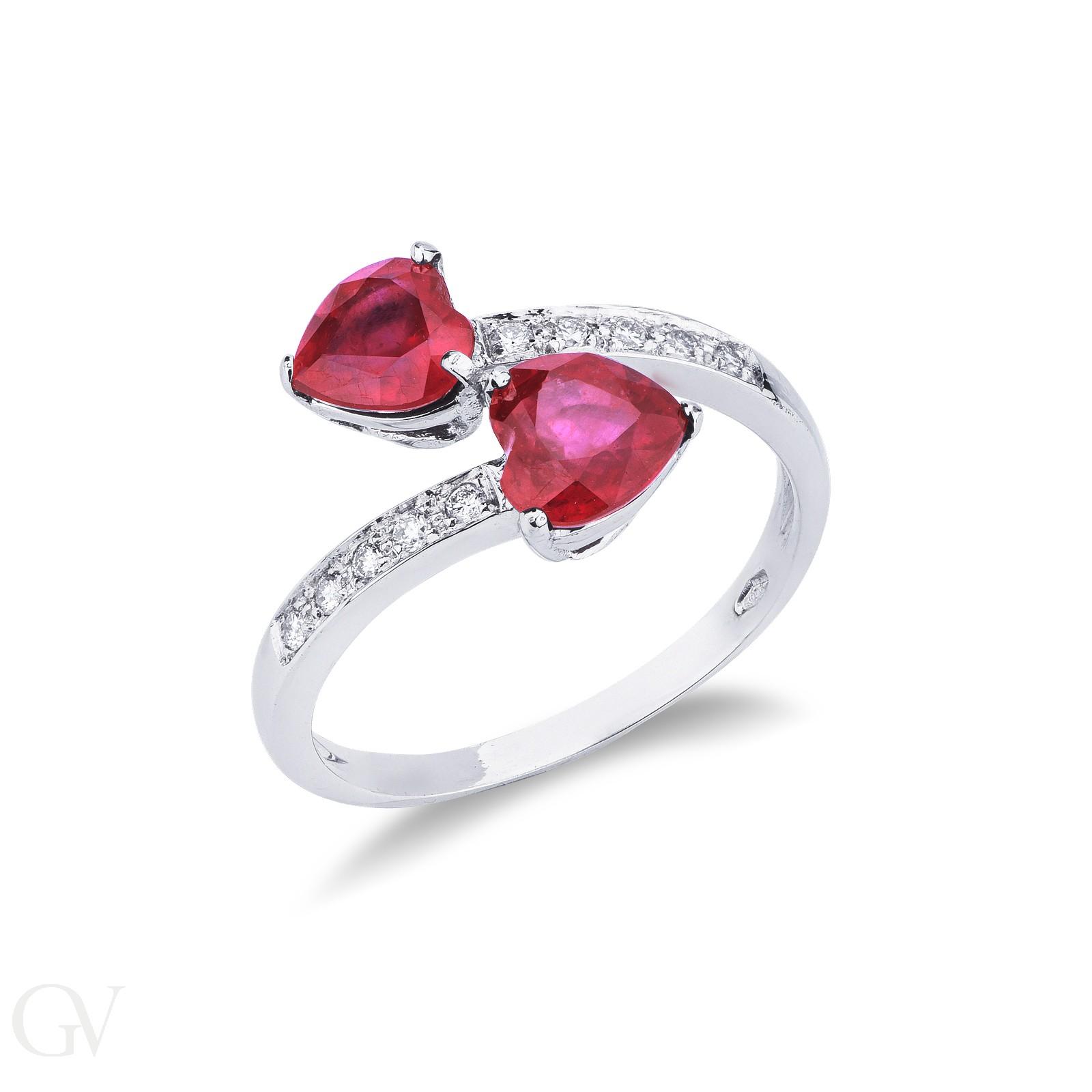 Anello in oro bianco 18k con due rubini a cuore e diamanti.