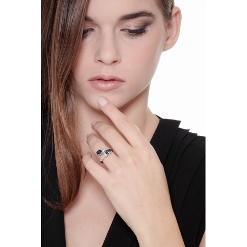 Contrariè Ring 18k White Gold with Diamond, Blue Sapphire
