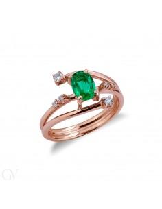 Anello in oro rosa 18k con smeraldo centrale e diamanti a contrariè.