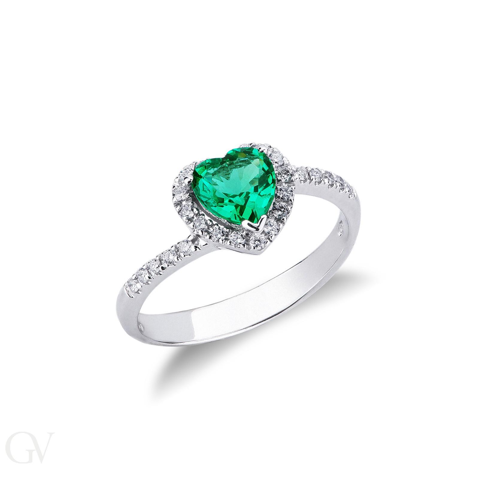 Anello in oro Bianco 18k con Smeraldo a cuore e diamanti