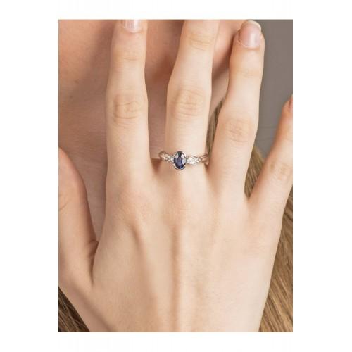 Anello in oro bianco 18k con diamanti e zaffiri blu