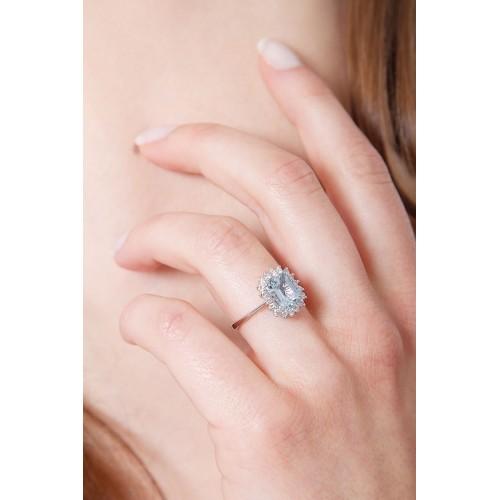 Anello contorno in oro bianco 18k con diamanti e Acquamarina