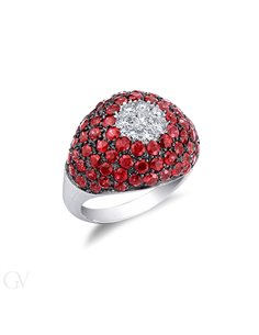 Anello in oro bianco 18k con pavè di rubini e diamanti