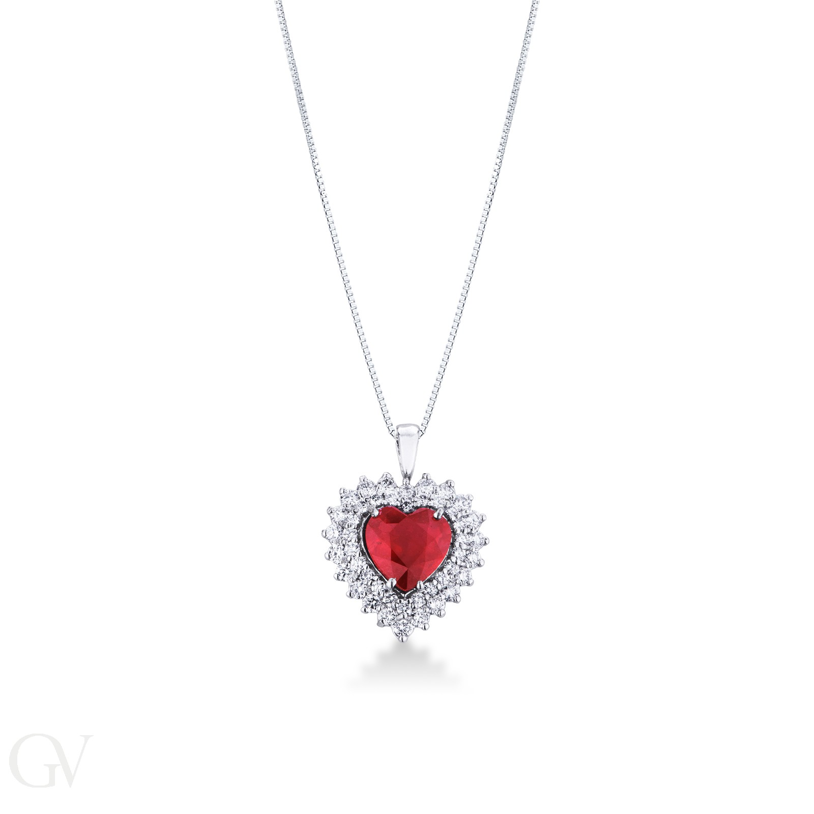 Collana a cuore in oro bianco 18k con rubino taglio cuore e doppio contorno diamanti.