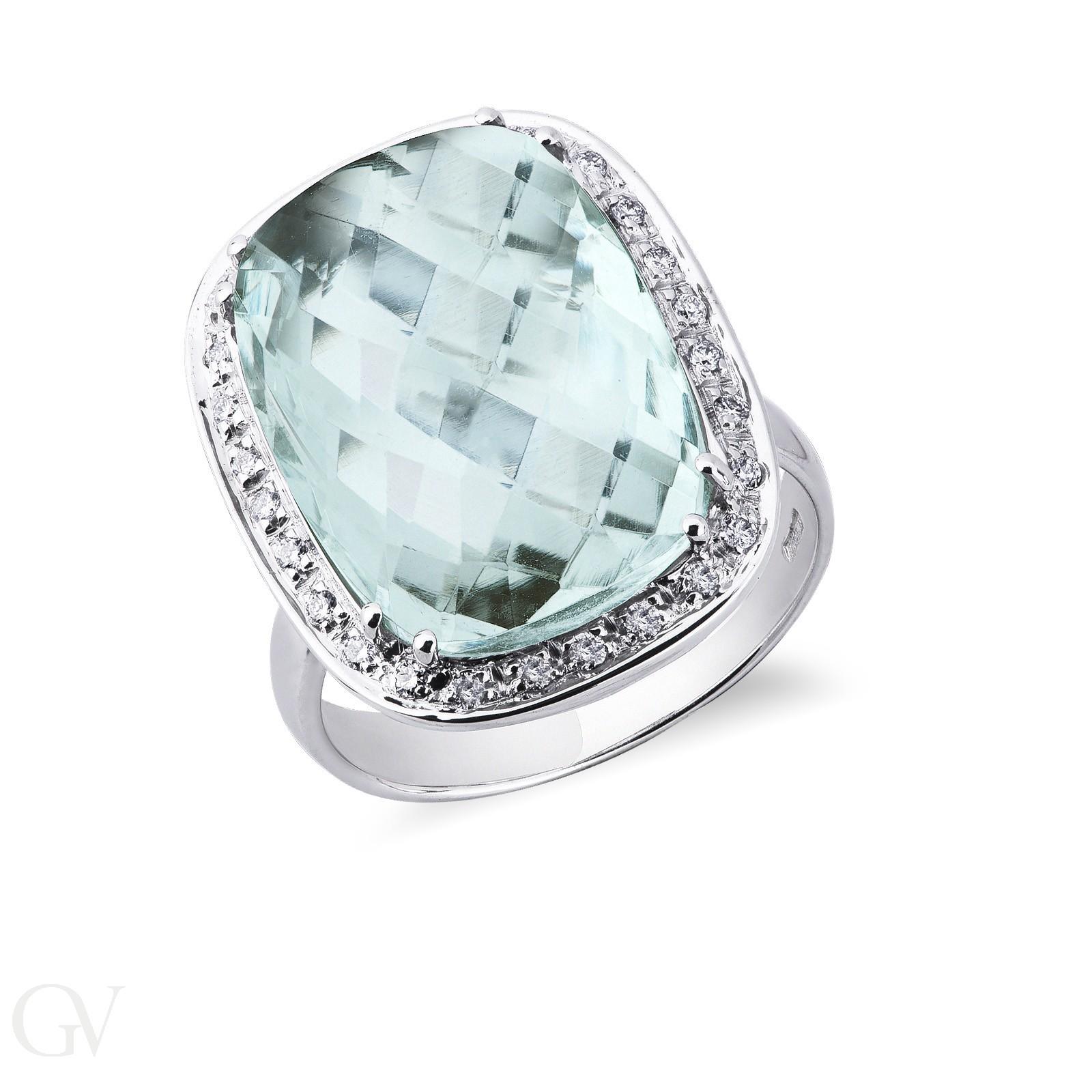 Anello contorno in oro bianco 18k con topazio azzurro e diamanti.
