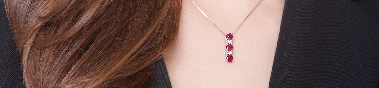 Collana trilogy donna: diamanti, rubini, smeraldi e zaffiri | Gioielli di Valenza