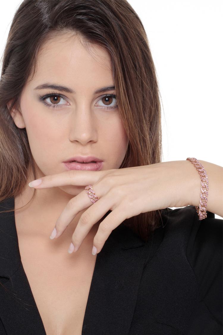 indossato-collezione-parure-groumette-oro-rosa-zaffiri-rosa-gioielli-di-valenza